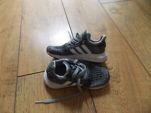 INFANT BOYS ADIDAS TRAINERS SIZE 8