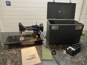 Vintage 1954  Singer Featherweight 221-1 Sewing Machine & Accessories and case