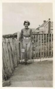 SOUTHBOURNE - LADY STANDING IN A WASTE PAPER BASKET - TOP OF ZIG ZAG STEPS 1935