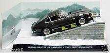 DIORAMA ASTON MARTIN V8 VANTAGE JAMES BOND 007 DAYLIGHT 1/43 UNIVERSAL HOBBIES