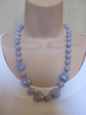 Lola Rose Grueso Muy Pale Lilac Piedras Semi Preciosas Perla Collar & Bolsa Nuevo