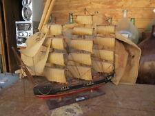 Ancienne maquette bateau ancien voilier naval  caravelle marine FRAGATA corsaire