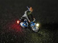 F68 - N Fahrrad mit LED Beleuchtung mit Figur Mann mit Schal 1:160