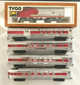 TYCO HO Santa Fe Chief Passenger set F9 powered engine and 4 chrome cars.