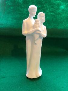 Royal Doulton Figurine ~ FAMILY ~ HN 4645 ~ Superb Condition in Original Box