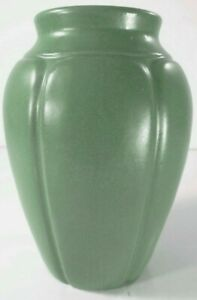 "9.5"" Matte Green Zanesville Stoneware Co. 795 Arched Panel Pottery Mantel Vase"