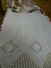 lot paire de rideaux a pattes blancs +tissus voile pourvetements  ,barbie offert