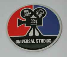 1979 UNIVERSAL CITY STUDIOS (MOVIE CAMERA) METAL PIN BACK BADGE #20554