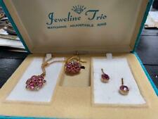 VTG JEWELINE ORIGINALS PINK & GOLD RING, PENDANT & EARRINGS SET- COSTUME JEWELRY
