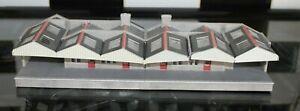 LARGE CARDBOARD OO GAUGE KIT BUILD STATION BUILDING