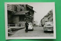 Foto Auto Oldtimer ISO BMW Isetta Opel Bus 1950-1960er Albergo Falzarego Italien