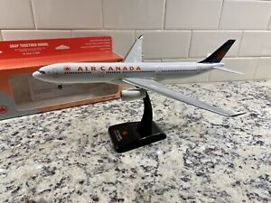1:200 Hogan AIRBUS A330-300 Air Canada (early 2000's)  Plastic snap-fit Model
