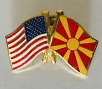 Macedonia USA America Twin Flag Souvenir Pin Badge Rare Vintage (N4)