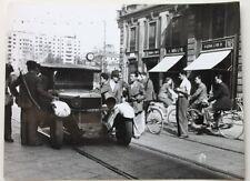 Foto Publifoto - I primi partigiani armati visti in città Milano aprile 1945