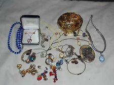 LARGE LOT OF VINTAGE JEWLERY #4