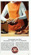 Publicité Advertising 109  1968  cirage chaussures Kiwi assure longue vie