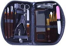 Trousse manucure imitation cuir avec accessoires 18 pièces.