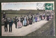 CPA. Environs d'AURAY. 56 - Trois Noces réunies. 1908. Cortège. Sortie Eglise.