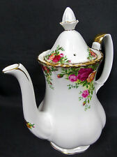 OLD COUNTRY ROSES MEDIUM COFFEE POT, 8 CUPS, GC, 1973-93, ENGLAND, ROYAL ALBERT
