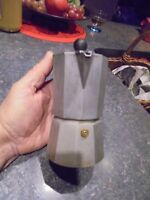 Ancienne Petite Cafetière Expresso Aluminium 14.5cm