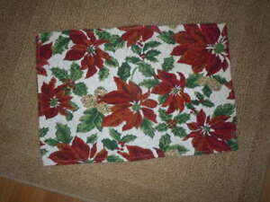 """1 CHRISTMAS POINSETTIA TAPESTRY PLACE MAT 18 1/2"""" x 12"""" PRE-OWNED"""