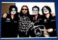 Ace Frehley (KISS) Autogramm (mit Beweis Foto COA) signiertes Foto mit Band
