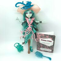 Monster High Haunted Vandala Doubloons Doll Complete - 1 Arm Replaced