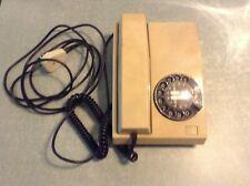 Ancien téléphone fixe vintage rétro