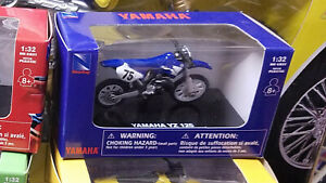 NIB New-Ray Yamaha YZ125 dirtbike motocross motorcycle 1:32 diecast model toy