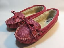 Minnetonka Women's Pink Sparkly Slippers Size 6M; Excellent Used Condition