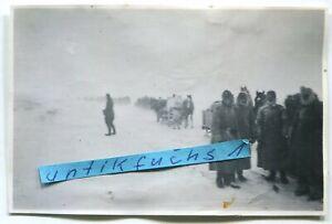 Foto: WH-Kolonne im Schnee-Sturm stecken geblieben bei Prischib / Ukraine 2.WK