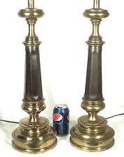 A TALL PAIR OF STIFFEL BRASS OCTAGONAL CLASSICAL COLUMN LAMPS ON A CIRCULAR BASE
