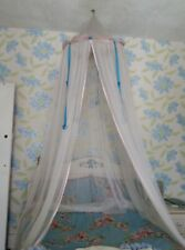 Elegant, fashionable mosquito net for all bed types.