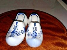 """Vintage Delph? 3.5"""" Porcelain Pair Of Hand-Painted Dutch Shoes Made In Japan"""