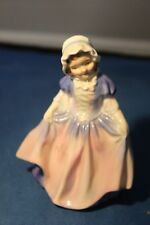 """4 1/2"""" Royal Doulton Figurine Dinky Do HN 1678 Excellent Condition"""