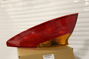 RECENT OEM 2001-2002 SATURN S-COUPE RIGHT PASSENGER TAIL LIGHT 21112650