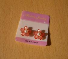 Roze bloem oorbellen met centrale parel met magneten NIEUW