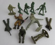 (11) VARIOUS PLASTIC TOY SOLDIERS         (INV3402)