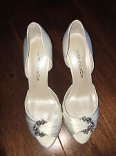Caparros Bridal Shoe Size 9 Peep Toe Crystal Ornament Ivory FFSDIOR3 NIB