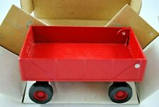 1:32 Britains ERTL 1977 RED Farm WAGON / TRAILER w/ Opening TAILGATE MINT in Box