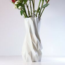 Modern, geometric vase to lighten up an interior