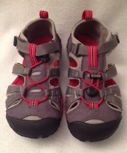 KEEN Seacamp Youth Tan Red Sandals Shoes Sz 2 Waterproof Hiking Closed Toe Back