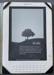 "Amazon Kindle DX (US 2nd Gen) White, Wifi/Whispernet 9.7"", M-Edge Leather"