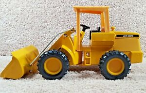 1970's ERTL 1:16 Scale Diecast John Deere Loader #503-7011 Yellow Equipment