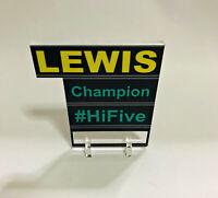 1:18 Pitboard F1 Formula1 Lewis Hamilton 2018 WC Mercedes to Spark Minichamps