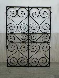 Antica grata in ferro battuto e forgiato XVIII /XIX sec 95x70 cm