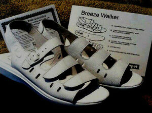 NWB PROPET BREEZE WALKER Bone Beige LEATHER HAPPY FEET Slingback Sandals 7 Wide