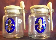 Pot à épices Fleurs de lys dorée en étain sur fond bleu Roi
