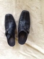 BASS & Co. Shadow Leather Clog Slip On Shoes Size 7 Black Heels Mule