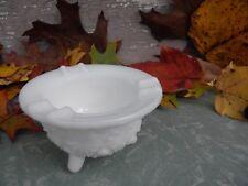 Vintage L.E. Smith Glass Daisy & Button Milkglass Ashtray Cauldron 3 Toed